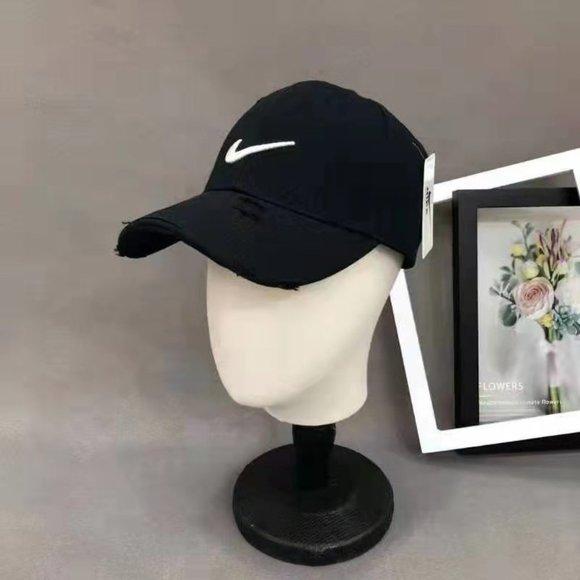 NIKE Black White Baseball Cap